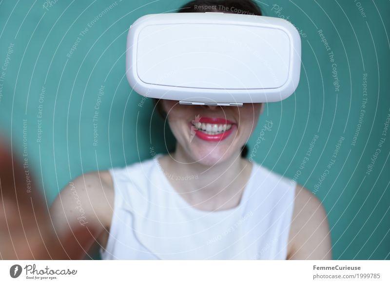 Virtuelle Realität (14) Mensch Frau Jugendliche Junge Frau 18-30 Jahre Erwachsene feminin lachen Technik & Technologie authentisch Zukunft Brille Begeisterung