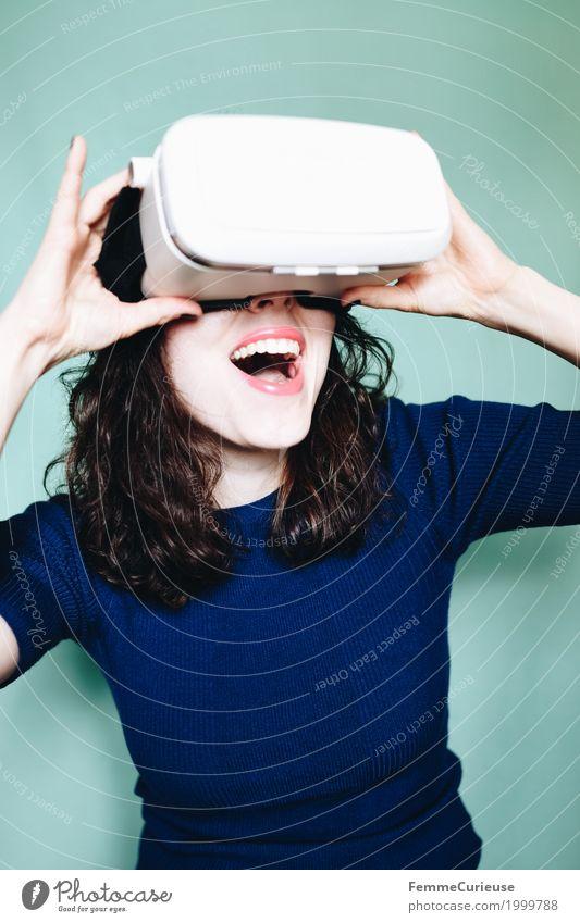 Virtuelle Realität (20) Mensch Frau Jugendliche Junge Frau Hand Freude 18-30 Jahre Erwachsene feminin Technik & Technologie Arme Zukunft Brille Euphorie
