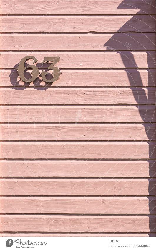 Rosarot und 63 Haus Architektur Mauer Wand Ziffern & Zahlen rosa gnothimage Paneele magenta Vänersborg Text Holzbrett Holzwand Hausnummer Schwedenhaus