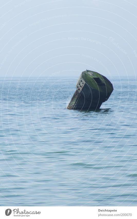 Zeit ist ein Riese Natur Wasser Küste Strand Bucht Fjord Nordsee Ostsee Meer Menschenleer Hafen tauchen alt frei nass blau schwarz Gefühle Sicherheit friedlich
