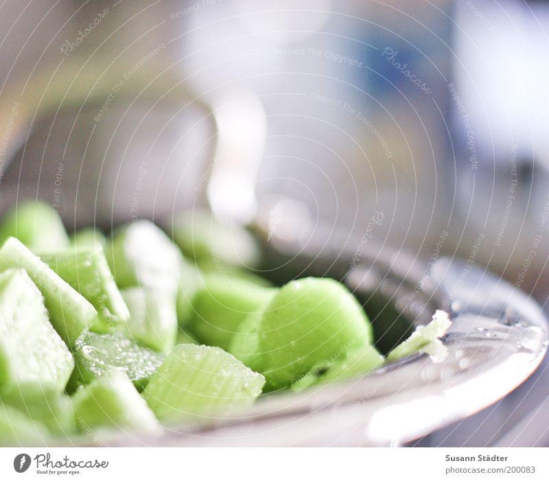 bald bin ich Rhabarberkompott Lebensmittel Gemüse Frucht Ernährung Slowfood Topf Pfanne kochen & garen grün knöterichgewächse Farbfoto Nahaufnahme Tag
