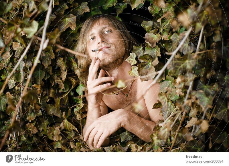 schall und rauch Freude Glück Tabakwaren Rauchen Mensch maskulin Junger Mann Jugendliche brünett langhaarig Dreitagebart Brustbehaarung Lächeln lachen leuchten