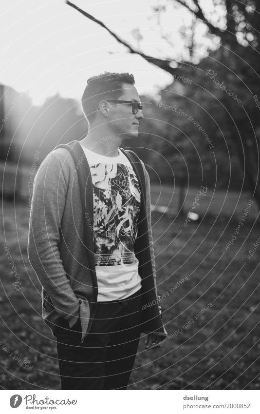 .. Lifestyle Stil maskulin Junger Mann Jugendliche Erwachsene 1 Mensch 18-30 Jahre T-Shirt Pullover ästhetisch Coolness elegant trendy kalt modern dünn