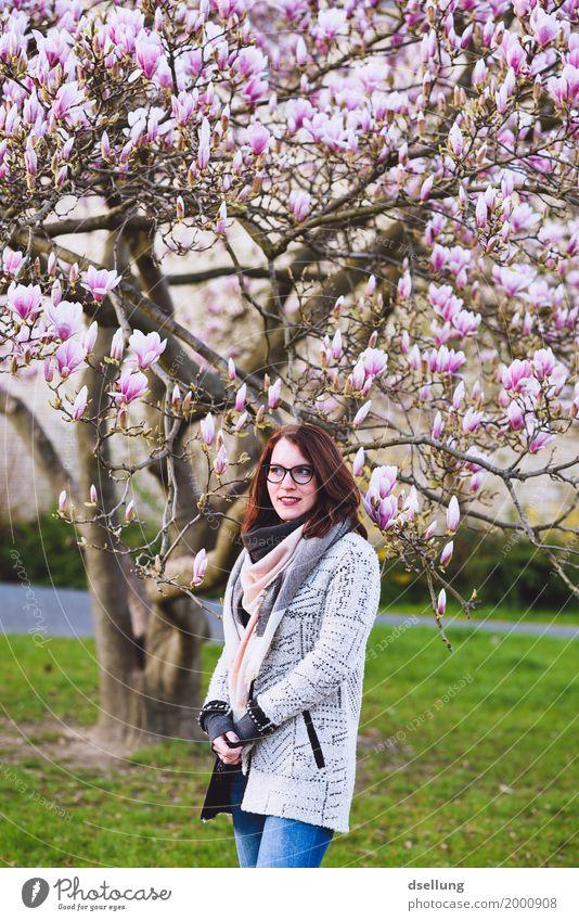 blütentraum. Mensch Jugendliche Pflanze Junge Frau schön grün weiß Baum Freude 18-30 Jahre Erwachsene Umwelt Lifestyle Frühling feminin Stil
