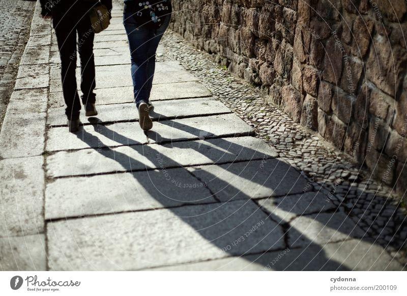 [HAL] Unterwegs Mensch Jugendliche Ferien & Urlaub & Reisen Ferne Leben Wand Freiheit Bewegung Wege & Pfade Mauer Stil träumen Paar Freundschaft Zusammensein