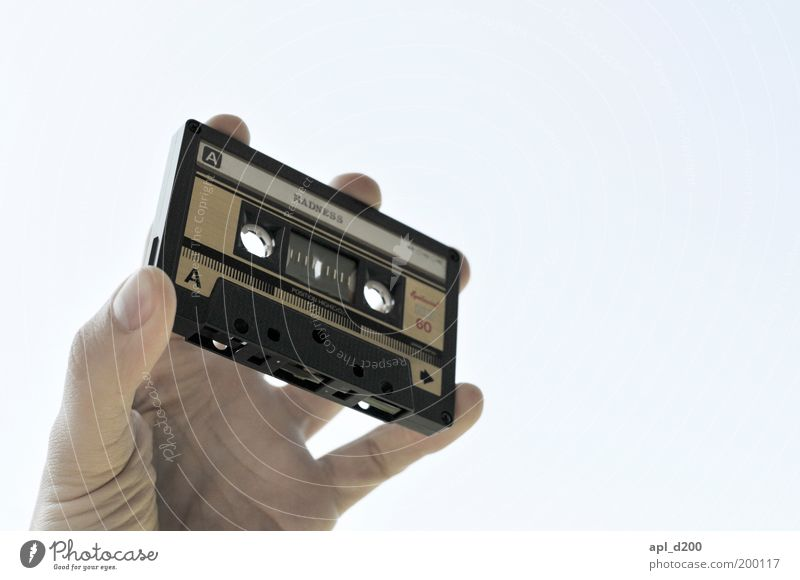 pure... Musik Diskjockey Musikkassette Technik & Technologie Unterhaltungselektronik Mensch maskulin Hand Finger 1 gelb schwarz Kraft Leben Zufriedenheit