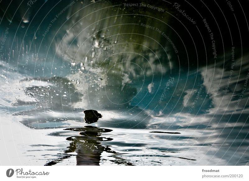spiegelblank Frau Mensch Himmel Wasser Erwachsene Erholung feminin kalt nackt träumen nass Schwimmen & Baden außergewöhnlich stehen skurril Surrealismus