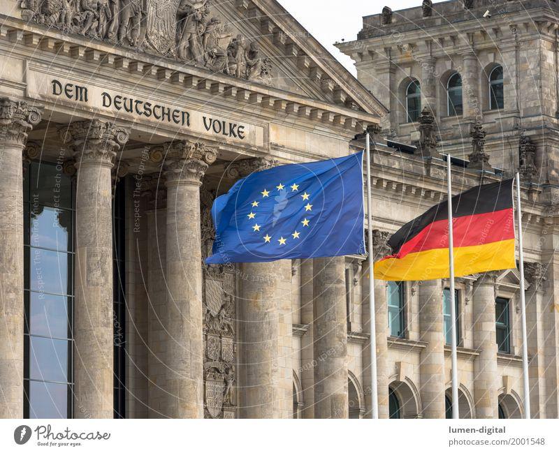 Deutschlandflagge und EU-Flagge vor dem Reichstag in Berlin Architektur Deutscher Bundestag Fahne Zusammensein Kommunizieren Problemlösung Dem deutschen Volke