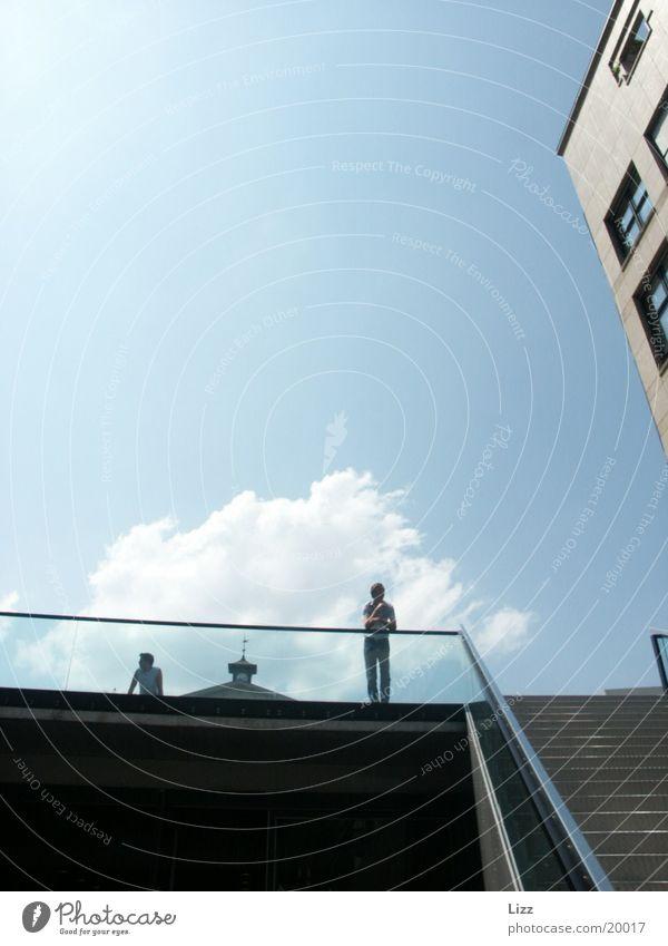 Horizont 2 Wolken Verkehr Perspektive Treppengeländer