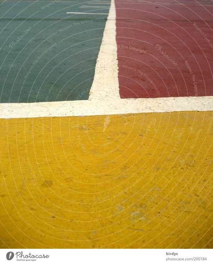 Colored fields weiß grün rot Farbe gelb Beton Bodenbelag Spielfeld Grenze Teilung Barriere Symmetrie Geometrie abstrakt Spielplatz graphisch