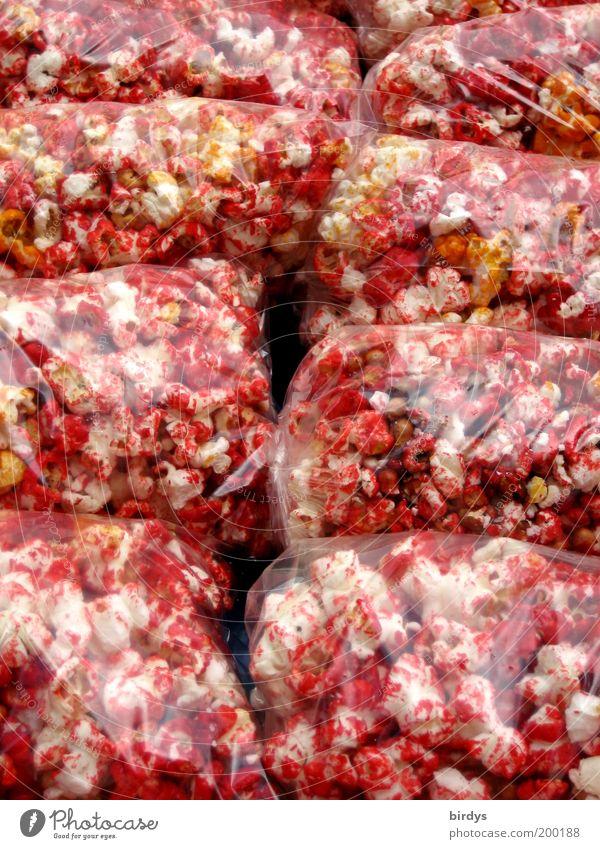 Red Hot Chilli Popcorns weiß rot Farbe liegen außergewöhnlich Lebensmittel glänzend mehrere süß Foodfotografie Scharfer Geschmack Lebensfreude lecker Süßwaren