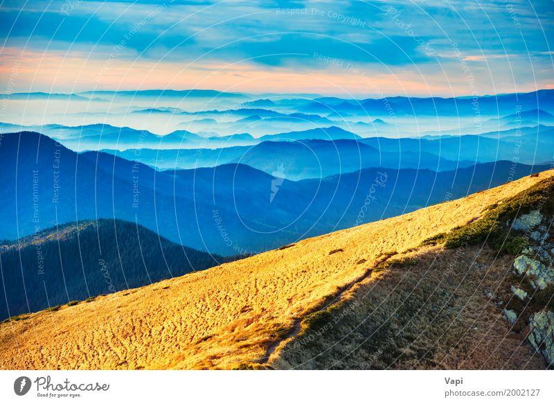 Blaue Berge und Hügel Himmel Natur Ferien & Urlaub & Reisen Pflanze blau Sommer Farbe weiß Sonne Landschaft rot Wolken Berge u. Gebirge gelb Herbst Frühling