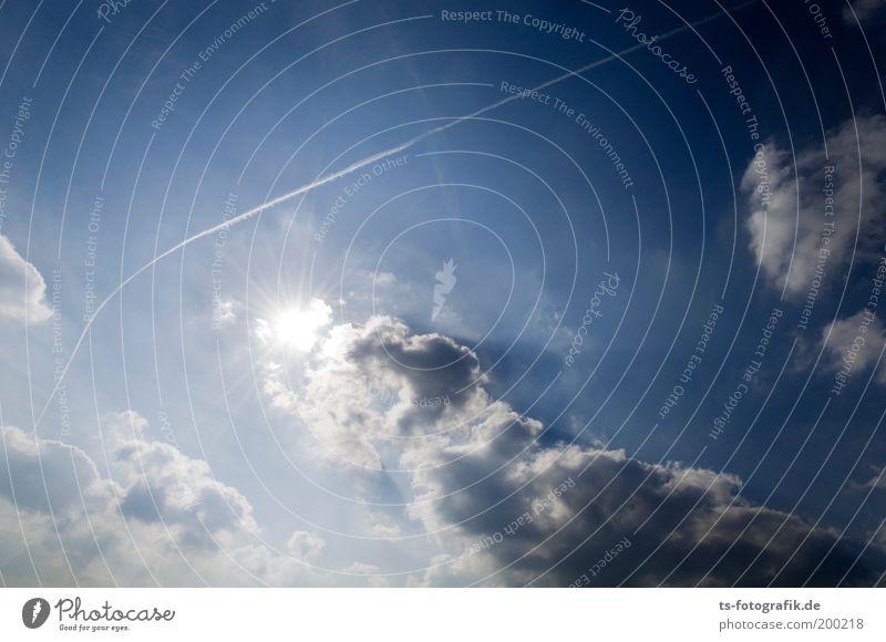 Ikarus reloaded Himmel weiß blau Ferien & Urlaub & Reisen Wolken Freiheit Umwelt Linie Wetter Flugzeug hoch Klima Luftverkehr Hoffnung Wandel & Veränderung