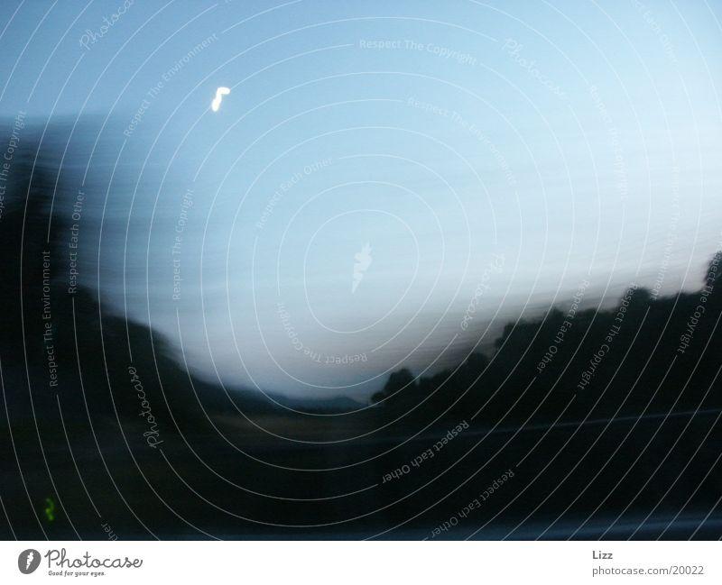 Highspeed am Mond vorbei Geschwindigkeit Nacht Verkehr Landschaft