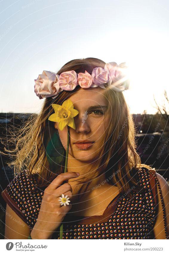 Frühlingsfee Jugendliche schön Blume Sommer Gesicht Auge gelb feminin Haare & Frisuren träumen Kopf Stimmung Kraft Mode Erwachsene