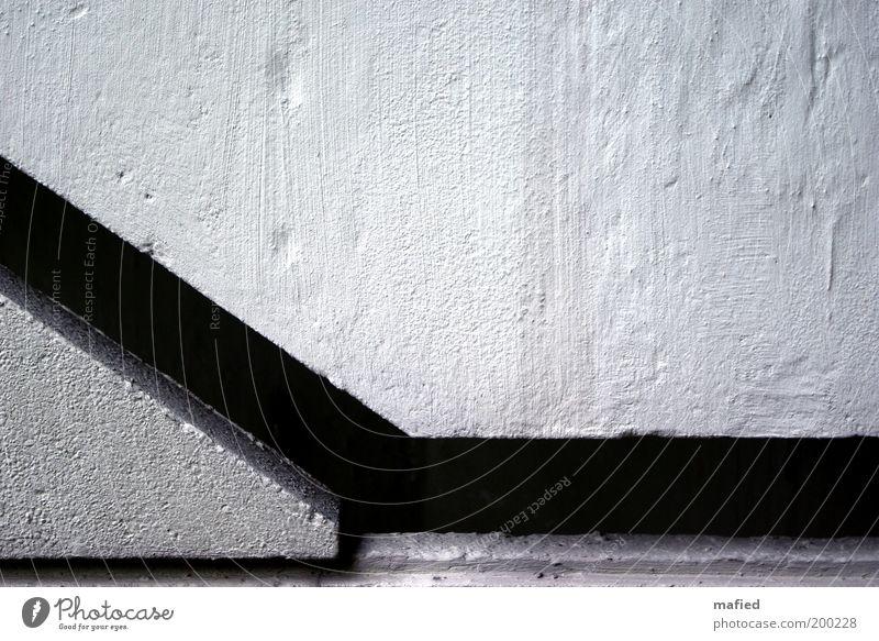 Mind the Gap Haus Bauwerk Gebäude Architektur Mauer Wand Treppe Beton grau schwarz weiß Farbfoto Außenaufnahme Nahaufnahme Textfreiraum rechts Textfreiraum oben