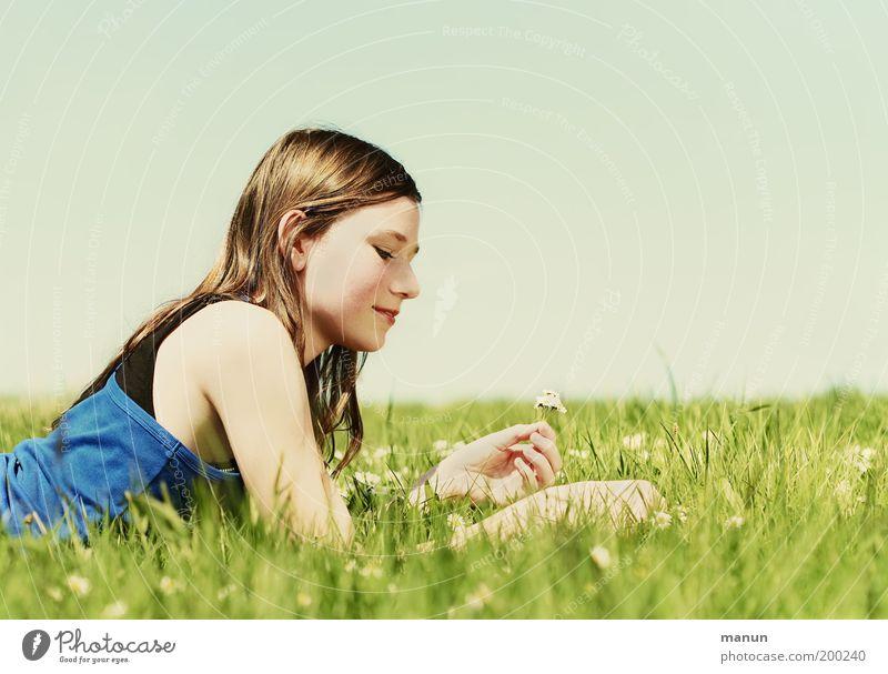 schulfrei Jugendliche Sonne Sommer Freude Ferien & Urlaub & Reisen Leben Erholung Wiese feminin Gefühle Glück träumen Zufriedenheit Gesundheit Umwelt Ausflug
