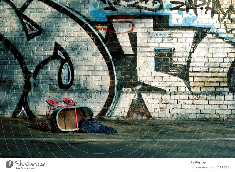 cleanin out my closet Leben Wand Graffiti Mauer Traurigkeit Kindheit kaputt trist Kultur Müll Stress Kindergarten Langeweile Stadtteil Unfall Kindererziehung