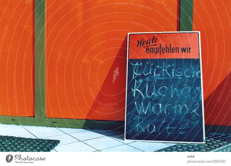 Heute empfehlen wir Ernährung orange Schilder & Markierungen Küche Kultur Restaurant Information Wort Tradition Speisetafel Türkei Empfehlung Angebot Imbiss Schriftzeichen Raum