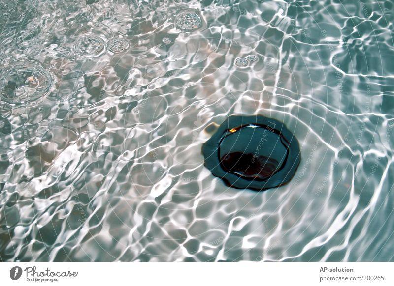 Abfluss Wasser Erholung kalt Wellen nass frisch Tropfen Bad Wellness Badewanne Flüssigkeit Erfrischung Abfluss Raum Detailaufnahme