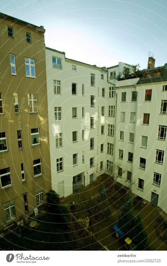 Mehrfamilienhaus Berlin Detailaufnahme Stadt Stadtleben Vorstadt Häusliches Leben Wohnhaus Wohnhochhaus Haus Wand Mauer Brandmauer Wohngebiet Stadtzentrum