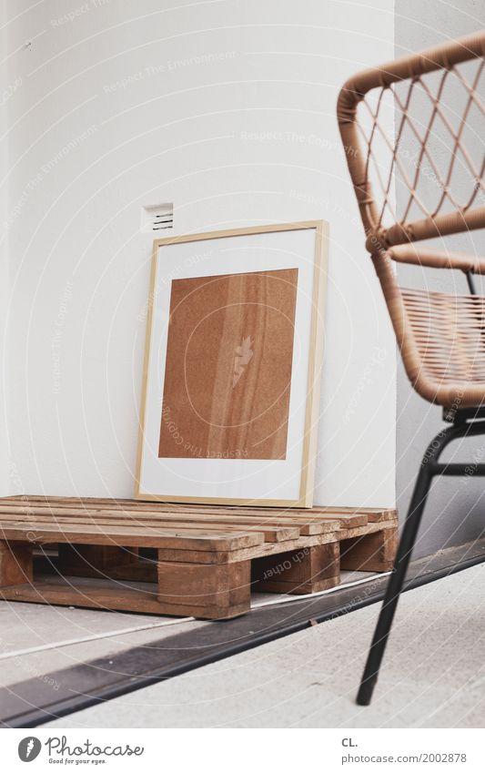 bilderrahmen auf palette auf kabel auf balkon Wand Innenarchitektur Mauer Wohnung Häusliches Leben Dekoration & Verzierung Stuhl Umzug (Wohnungswechsel) Möbel