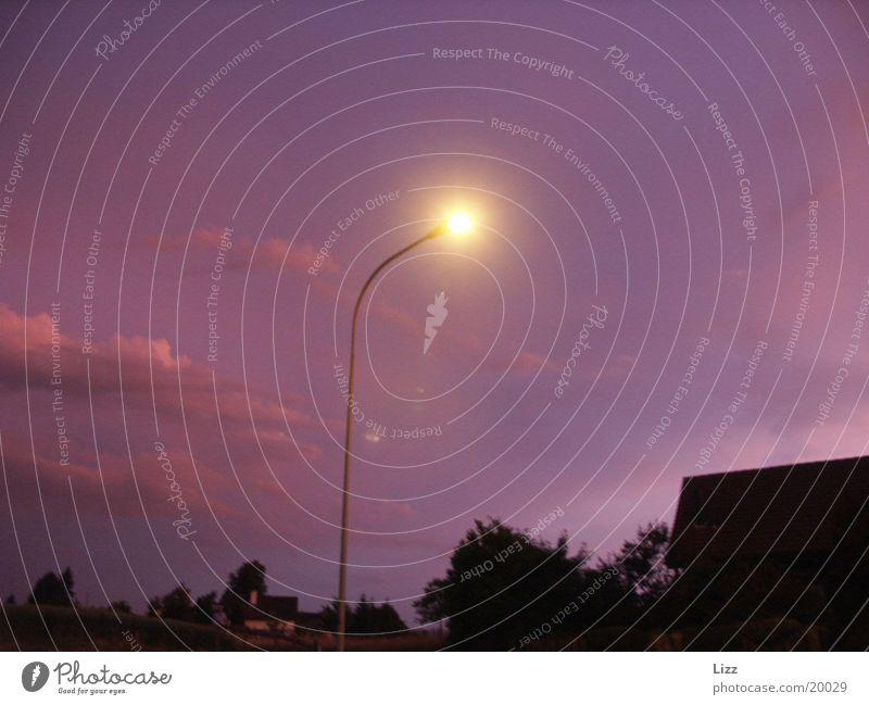 Strassenlampe Industrie Straßenbeleuchtung Violetthimmel