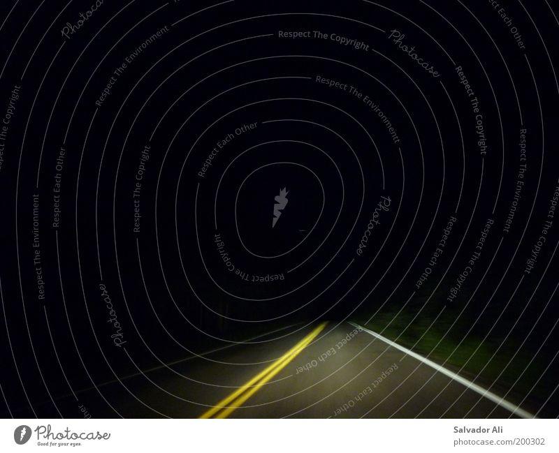 Uiuiui, irgendwie lynchig gelb Straße Linie Angst Straßenverkehr Schilder & Markierungen Geschwindigkeit fahren USA bedrohlich Autobahn gruselig Autofahren Surrealismus Scheinwerfer Montana