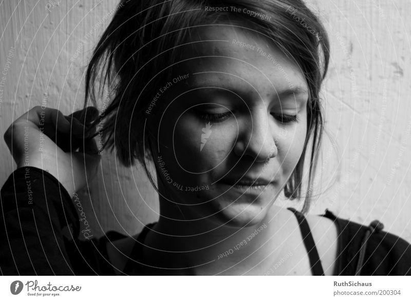 Meine Perle Mensch Jugendliche Gesicht ruhig Erholung feminin Kopf Denken warten Wandel & Veränderung natürlich außergewöhnlich Gelassenheit Konzentration genießen Gedanke