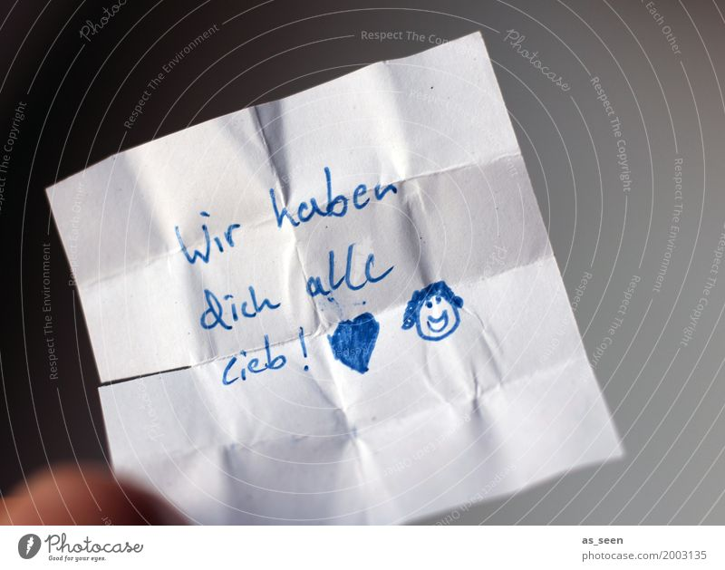 Liebesbeweis blau weiß Gesicht Gefühle Familie & Verwandtschaft Feste & Feiern Kindheit authentisch Kreativität Geburtstag Lächeln Herz Warmherzigkeit Papier