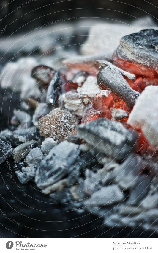 Grillsaison Sommer Wärme heiß natürlich Hügel Berge u. Gebirge Grillen brennen Flamme Vulkan glühen Brandasche Kohle Glut Grillkohle