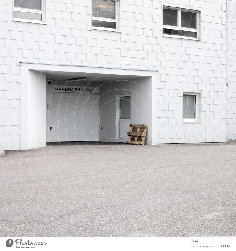 warenannahme Handel Dienstleistungsgewerbe Haus Fabrik Gebäude Architektur Fenster Tür Sauberkeit weiß Lager Farbfoto Gedeckte Farben Außenaufnahme Menschenleer