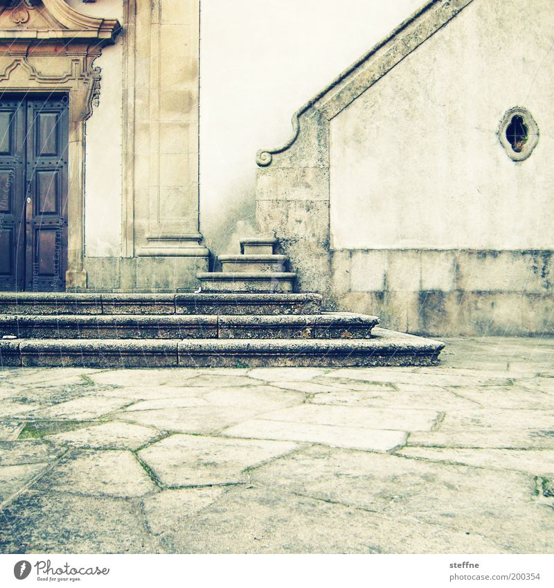 anbetungswürdig Kirche Dom Mauer Wand Treppe Fassade Tür Religion & Glaube Portal Katholizismus Stein Cross Processing Wärme Farbfoto mehrfarbig Kirchenportal