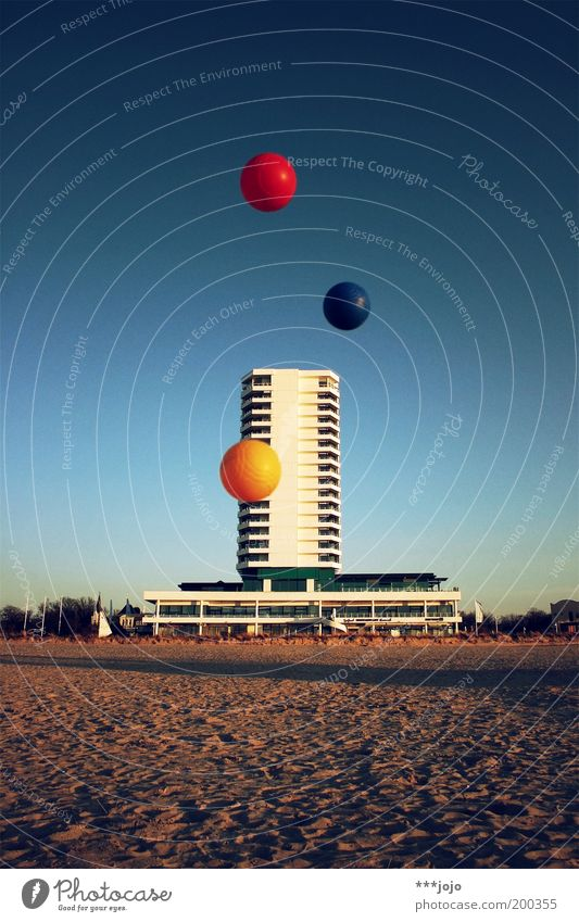 grundfarben b. Strand Farbe Spielen Gebäude Sand Architektur fliegen Beton Hochhaus Fassade modern Ball Hotel Kugel Schweben