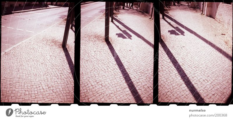 3mal1 Morgen in der Stadt Kunst Umwelt Sommer Menschenleer Platz Verkehr Ampel einfach trashig unten Gedeckte Farben Licht Schatten Kontrast Silhouette