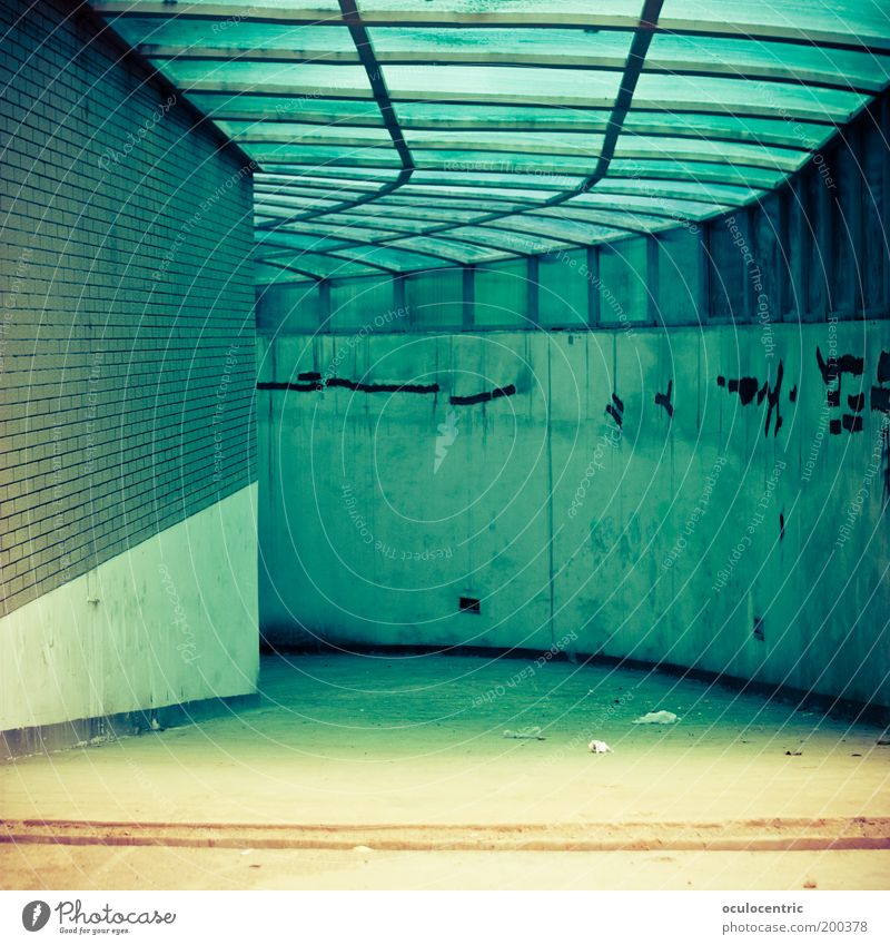 links nach irgendwo Asien China Xi'an Tiefgarage Mauer Wand Dach träumen blau gelb Wege & Pfade ungewiss Neugier Nirwana leuchten Zeichen abwärts trashig