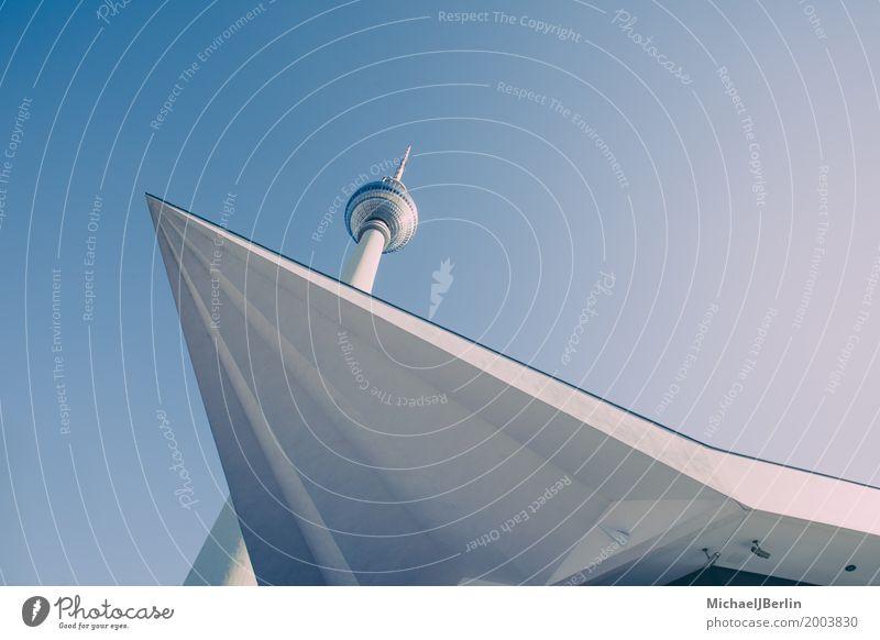 Berliner Fernsehturm, geometrische Strukturen Hauptstadt Bauwerk Gebäude Architektur Sehenswürdigkeit Wahrzeichen Stadt blau Deutschland Mitte Großstadt Himmel