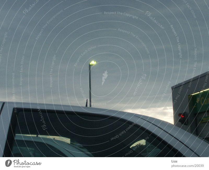 Strassenlampe Wolken Verkehr Straßenbeleuchtung Autodach