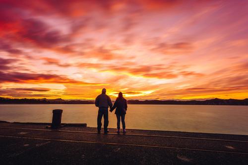 Romantischer Sonnenuntergang Mensch Ferien & Urlaub & Reisen alt schön Meer Freude Ferne Leben Lifestyle Liebe Senior Freiheit Paar Zufriedenheit Ausflug