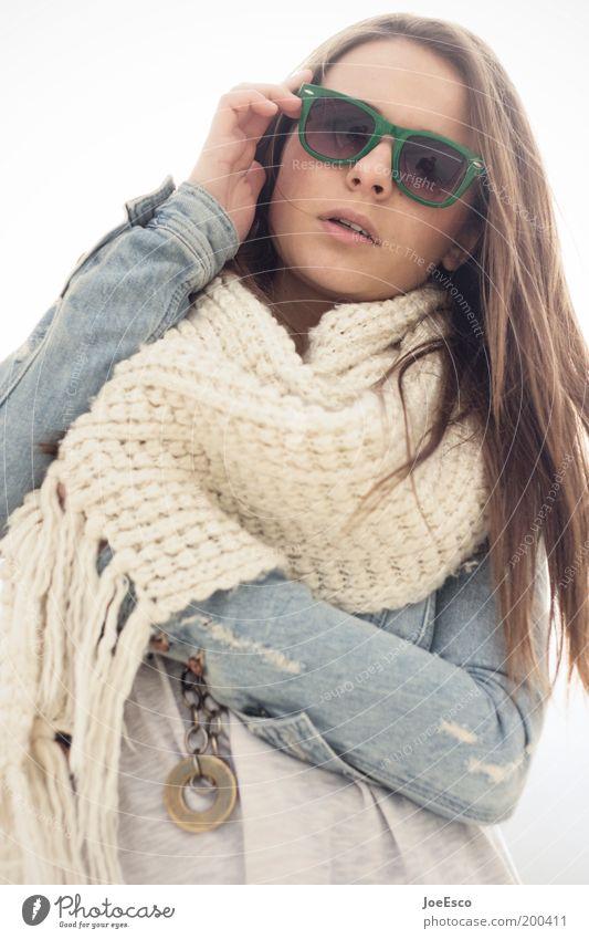 #200411 Lifestyle Stil schön Ferien & Urlaub & Reisen Mensch Frau Erwachsene Leben Mode Jacke Accessoire Sonnenbrille Schal brünett langhaarig Coolness trendy