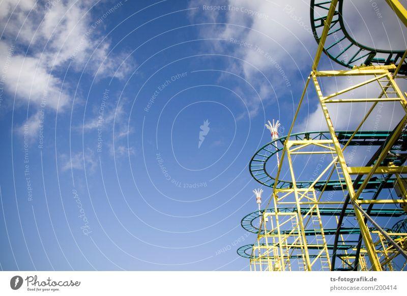 Vorsicht, Kurven! Ausflug Städtereise Veranstaltung Feste & Feiern Jahrmarkt Achterbahn Kurvenlage Himmel Wolken Sommer Schönes Wetter Stahl Linie Gerüst Gleise