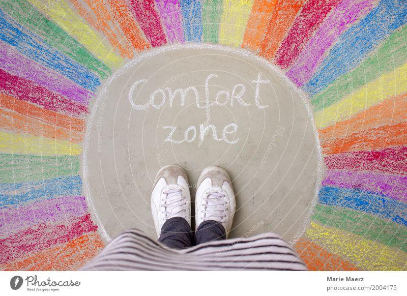 Komfortzone Mensch Frau Ferien & Urlaub & Reisen Erwachsene Leben außergewöhnlich Fuß Wachstum Erfolg stehen Beginn warten Abenteuer Wandel & Veränderung