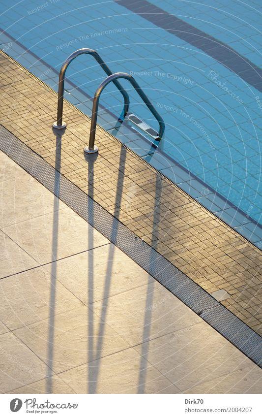 Am Beckenrand Lifestyle Wellness harmonisch Schwimmbad Schwimmen & Baden Ferien & Urlaub & Reisen Sommerurlaub Sportstätten Sonne Sonnenlicht Frühling