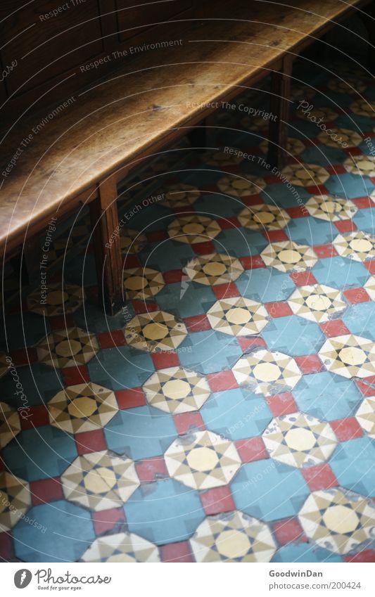 Rastlos Menschenleer Kirche Bank eckig kalt schön Mosaik Bodenbelag Muster Religion & Glaube Farbfoto Innenaufnahme