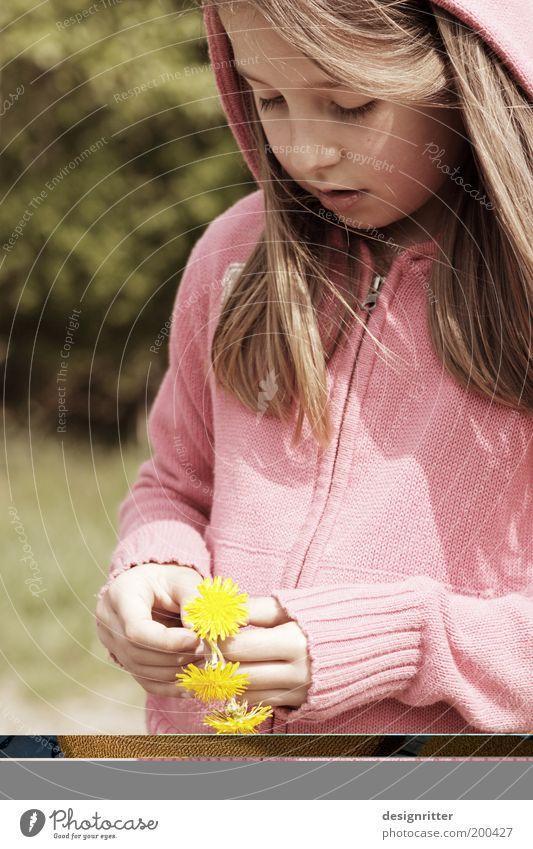 Blumenkind Kind Natur Mädchen schön Blume Pflanze Blüte Glück rosa Umwelt Freizeit & Hobby wild Lebensfreude Idylle