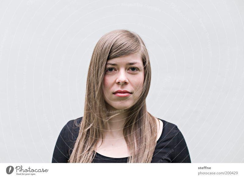 kunstfreundin Mensch Jugendliche schön feminin Porträt blond Erwachsene Gesicht langhaarig selbstbewußt Scheitel Junge Frau Schmollmund 18-30 Jahre