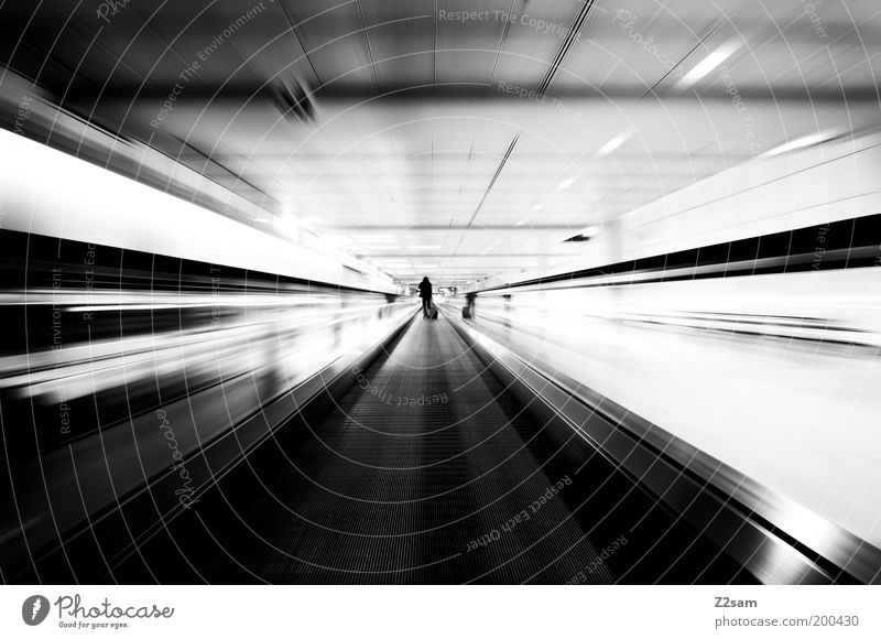 Es ist ein langer Weg! Mensch weiß Ferien & Urlaub & Reisen dunkel Bewegung elegant Treppe ästhetisch Geschwindigkeit Perspektive Lifestyle fahren Schwarzweißfoto Tunnel trashig Stress