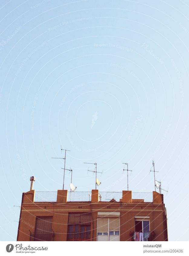 All Inclusive. Kultur Spanien Dach Antenne Empfang empfangsbereit Empfangsstation Wäsche Sommer mediterran Siesta Mittagspause Satellitenantenne