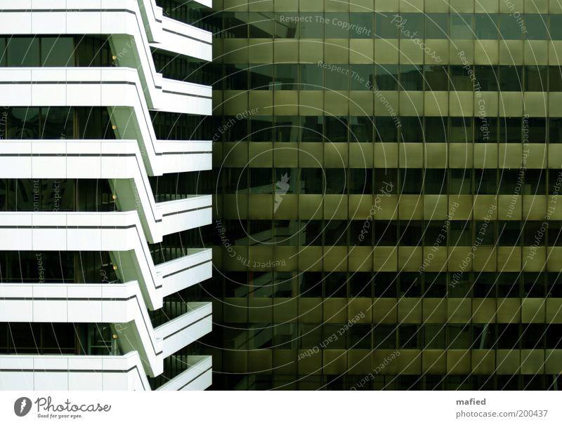 Fluchtweg Industrie Menschenleer Haus Hochhaus Bauwerk Gebäude Architektur Treppe Fassade Balkon Fenster braun grün schwarz weiß Business Kapitalwirtschaft