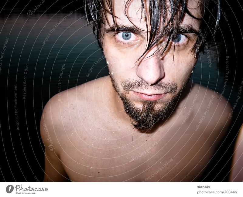 blaues wunder Mann Jugendliche Wasser schön blau Sommer Auge nackt Erwachsene maskulin nass Schwimmen & Baden Bart Seeufer bleich